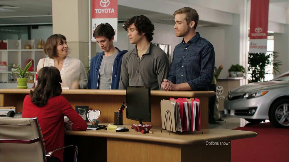 2013 Toyota Camry TV Spot, 'Hand-Me Downs' - Screenshot 3