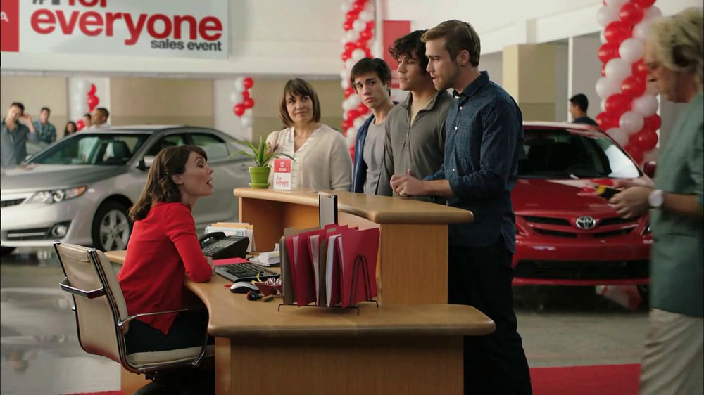 2013 Toyota Camry TV Spot, 'Hand-Me Downs' - Screenshot 5