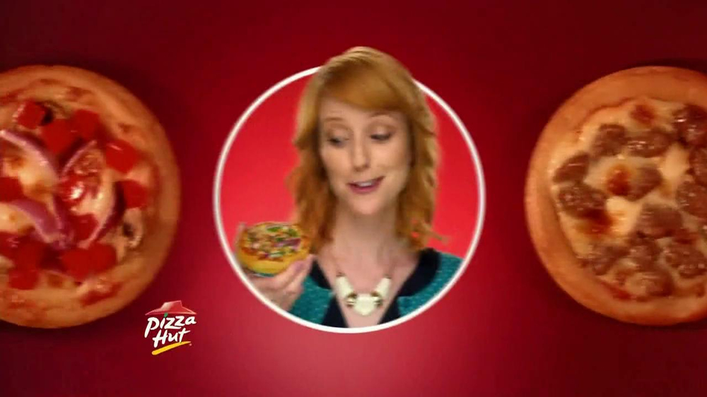 Pizza Hut Sliders TV Spot, 'Three Ways' Song by 1985 - Screenshot 7