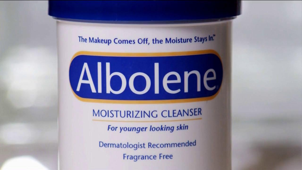Albolene Moisturizing Cleanser TV Spot, 'Young Skin' - Screenshot 7