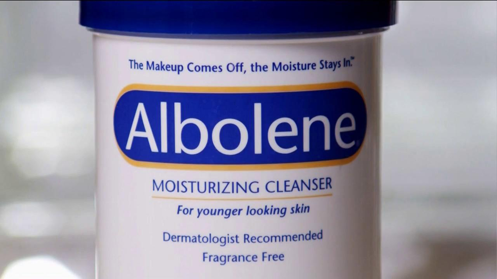Albolene Moisturizing Cleanser TV Spot, 'Young Skin' - Screenshot 8