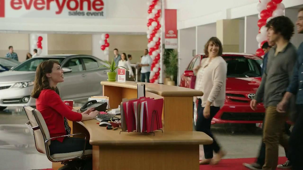Toyota Camry TV Spot, 'Old Ways' - Screenshot 1