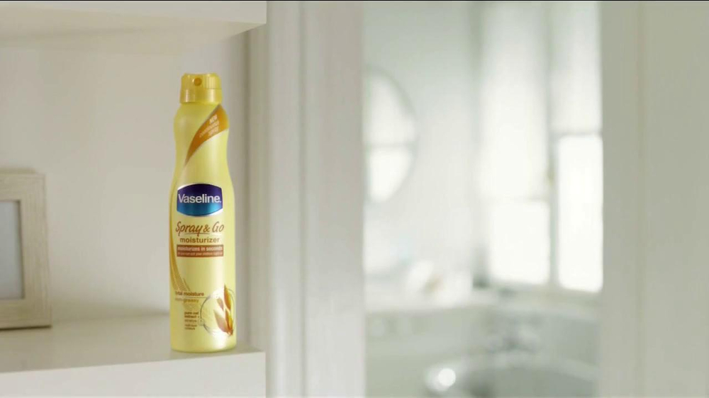 Vaseline Spray & Go Moisturizer TV Spot, 'Jeans' - Screenshot 1