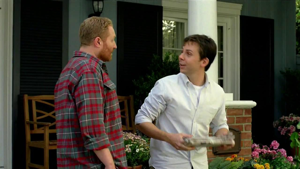 Scotts Turf Builder Lawn Food TV Spot, 'Feed Us!' - Screenshot 1
