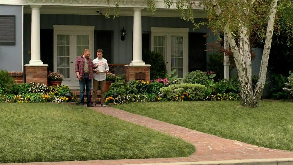 Scotts Turf Builder Lawn Food TV Spot, 'Feed Us!' - Screenshot 4