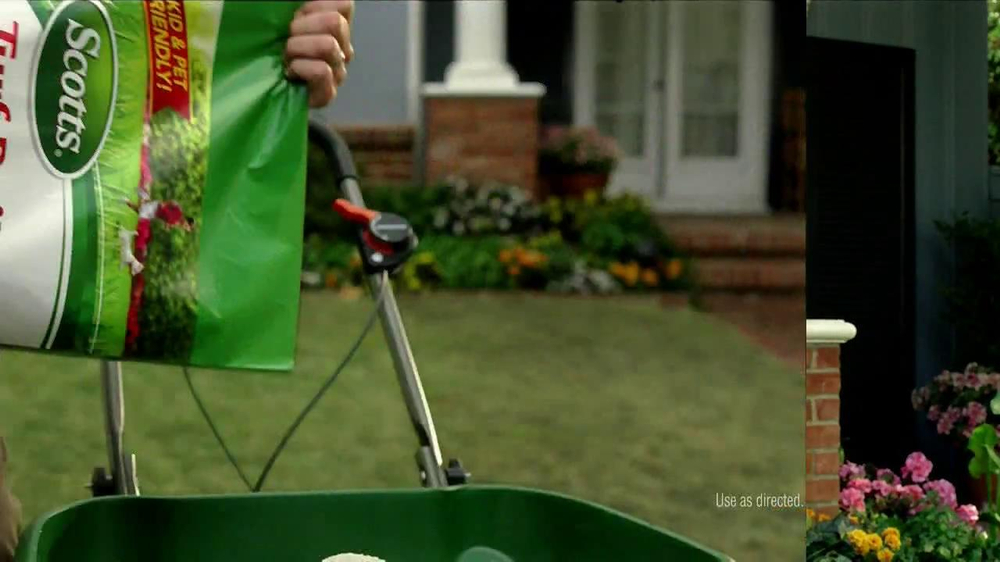 Scotts Turf Builder Lawn Food TV Spot, 'Feed Us!' - Screenshot 5