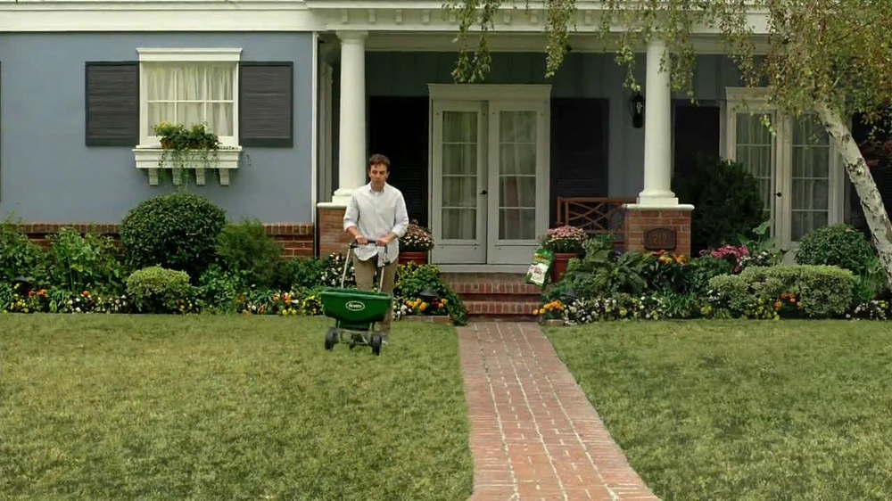 Scotts Turf Builder Lawn Food TV Spot, 'Feed Us!' - Screenshot 6