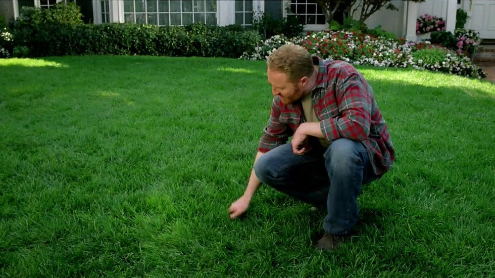 Scotts Turf Builder Lawn Food TV Spot, 'Feed Us!' - Screenshot 7