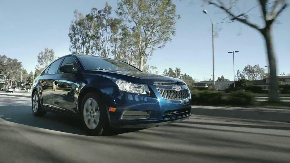 2013 Chevrolet Cruze LS TV Spot, 'Road Trip Test Drive' - Screenshot 3