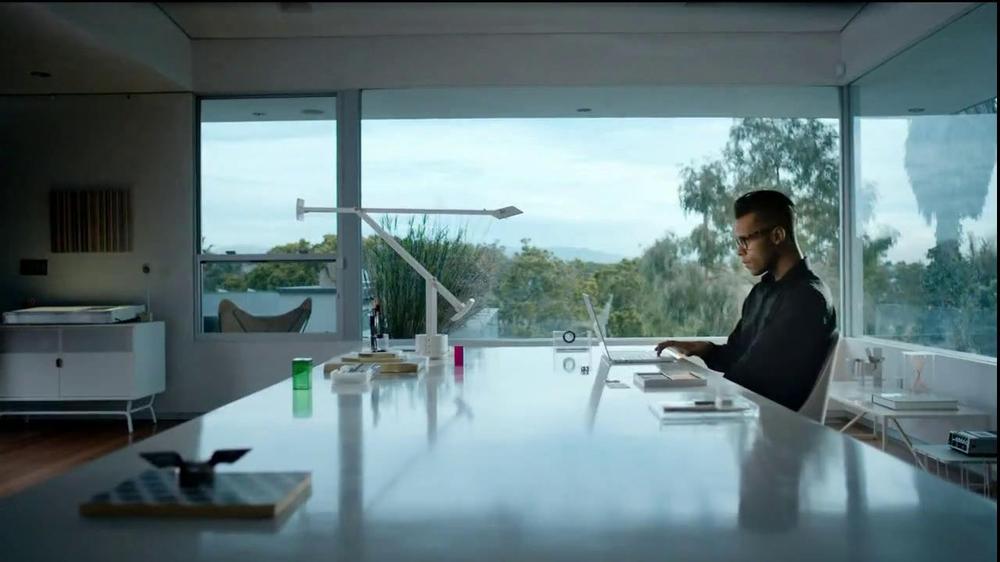 Microsoft Outlook TV Spot, 'Get Going' Song by Macklemore - Screenshot 1