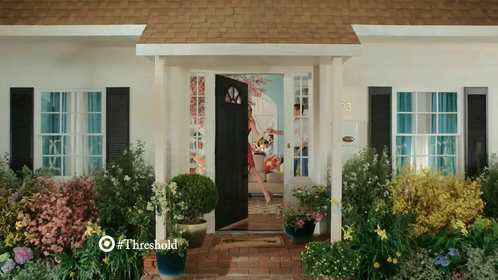 Target Threshold TV Spot, 'Home Tour' Original Song by CSNY - Screenshot 1