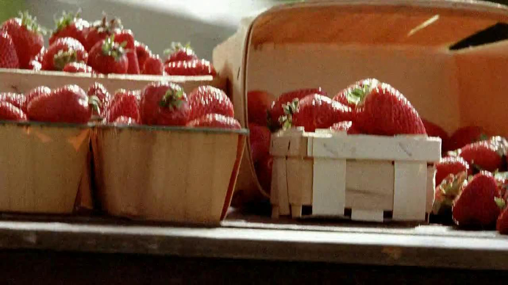 Smucker's Strawberry Preserves TV Spot, 'In the Jar' - Screenshot 3