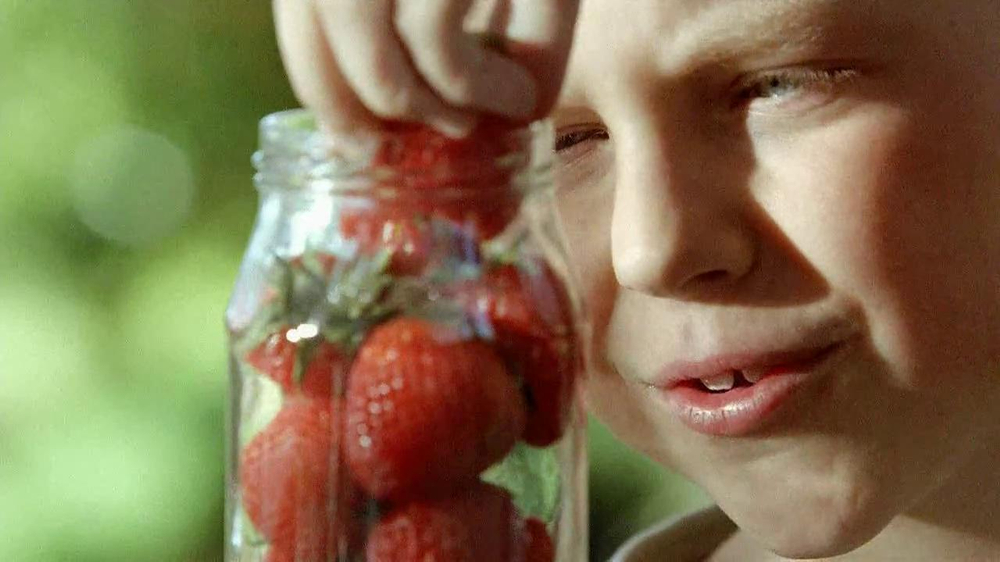 Smucker's Strawberry Preserves TV Spot, 'In the Jar' - Screenshot 4