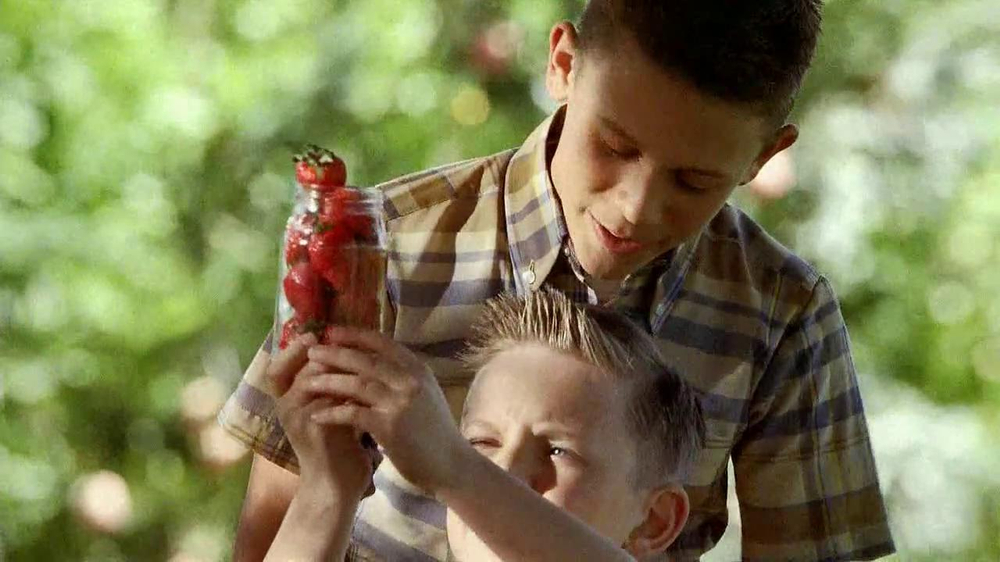 Smucker's Strawberry Preserves TV Spot, 'In the Jar' - Screenshot 6