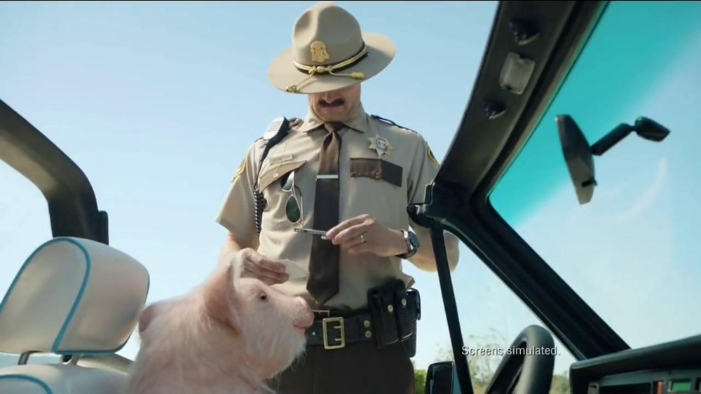 GEICO TV Spot, 'Maxwell the Piggy Gets Pulled Over' - Screenshot 3