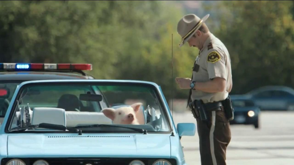 GEICO TV Spot, 'Maxwell the Piggy Gets Pulled Over' - Screenshot 7
