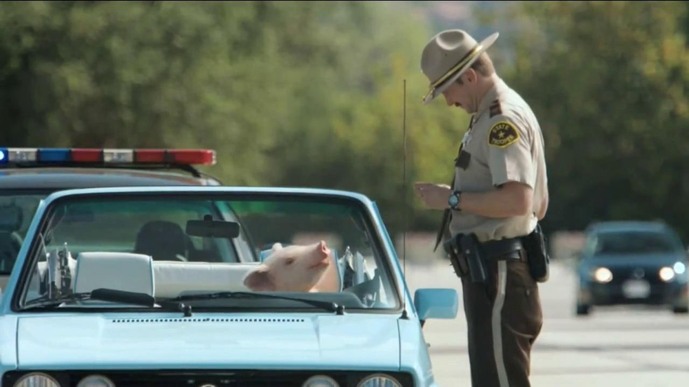 GEICO TV Spot, 'Maxwell the Piggy Gets Pulled Over' - Screenshot 8