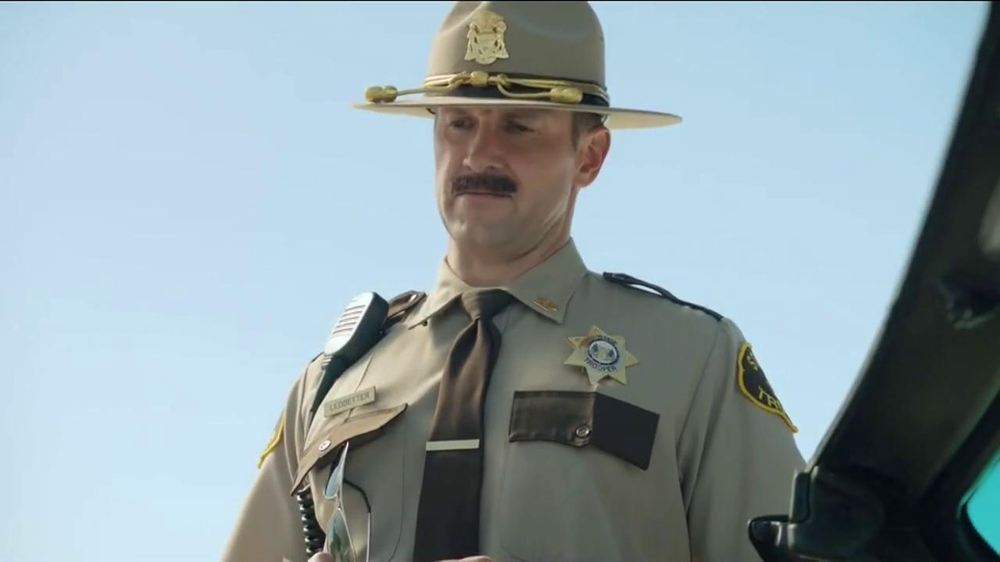GEICO TV Spot, 'Maxwell the Piggy Gets Pulled Over' - Screenshot 9
