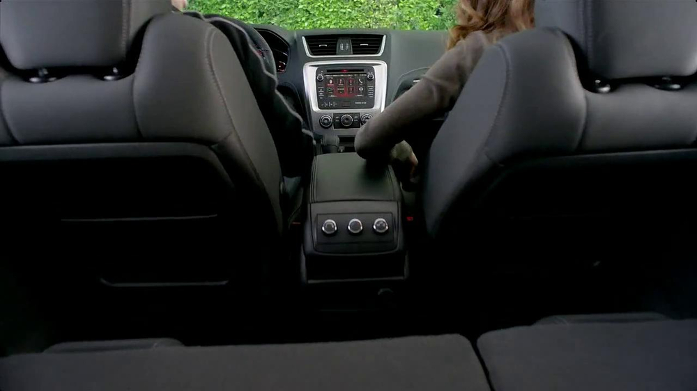 2013 GMC Acadia SLE-1 TV Spot, 'Backseat Dog' Song by Lenka - Screenshot 2
