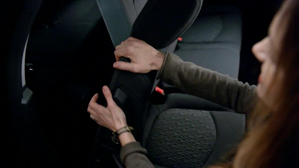 2013 GMC Acadia SLE-1 TV Spot, 'Backseat Dog' Song by Lenka - Screenshot 5