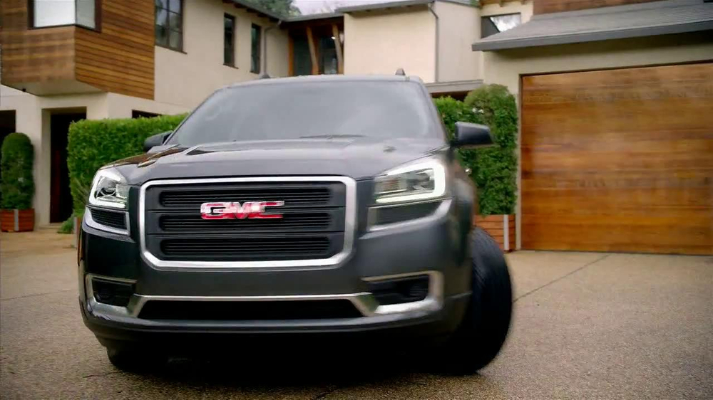 2013 GMC Acadia SLE-1 TV Spot, 'Backseat Dog' Song by Lenka - Screenshot 7