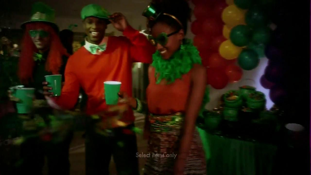 Party City TV Spot, 'St. Patricks Day Party' - Screenshot 6