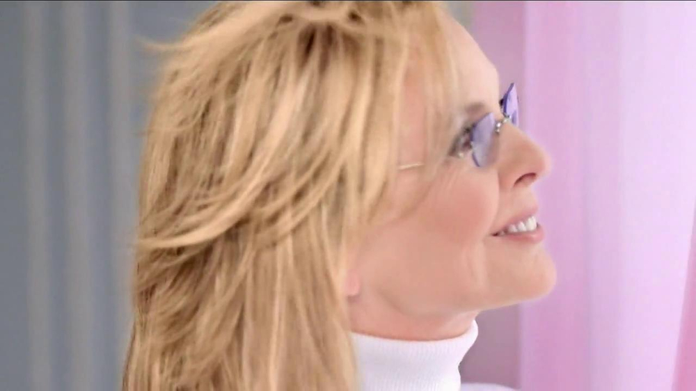 Oreal Excellence Creme TV Spot Featuring Diane Keaton - Screenshot 7