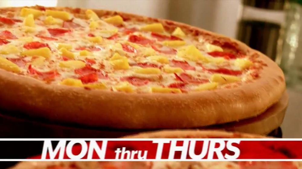 Pizza Hut Great Big Deal TV Spot, 'Carryout or Specialty' - Screenshot 3
