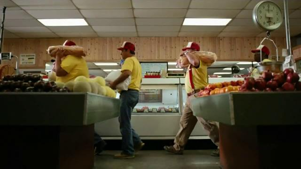 Bank of America TV Spot, 'Norm the Barbecue Champ' Song by Lynyrd Skynyrd - Screenshot 5