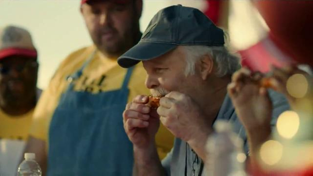 Bank of America TV Spot, 'Norm the Barbecue Champ' Song by Lynyrd Skynyrd - Screenshot 7
