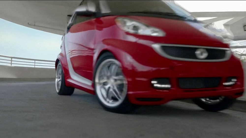 2013 Smart Electric Car TV Spot, 'Parking Garage' - Screenshot 1