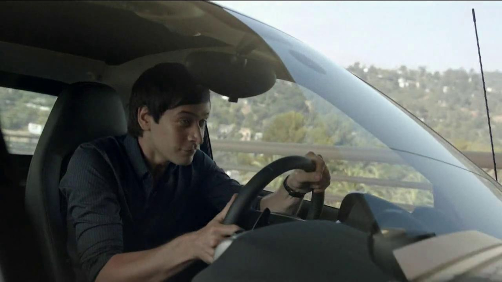 2013 Smart Electric Car TV Spot, 'Parking Garage' - Screenshot 2