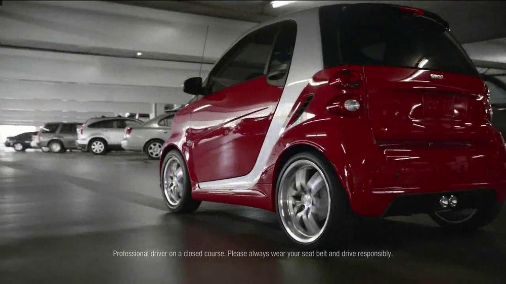 2013 Smart Electric Car TV Spot, 'Parking Garage' - Screenshot 3