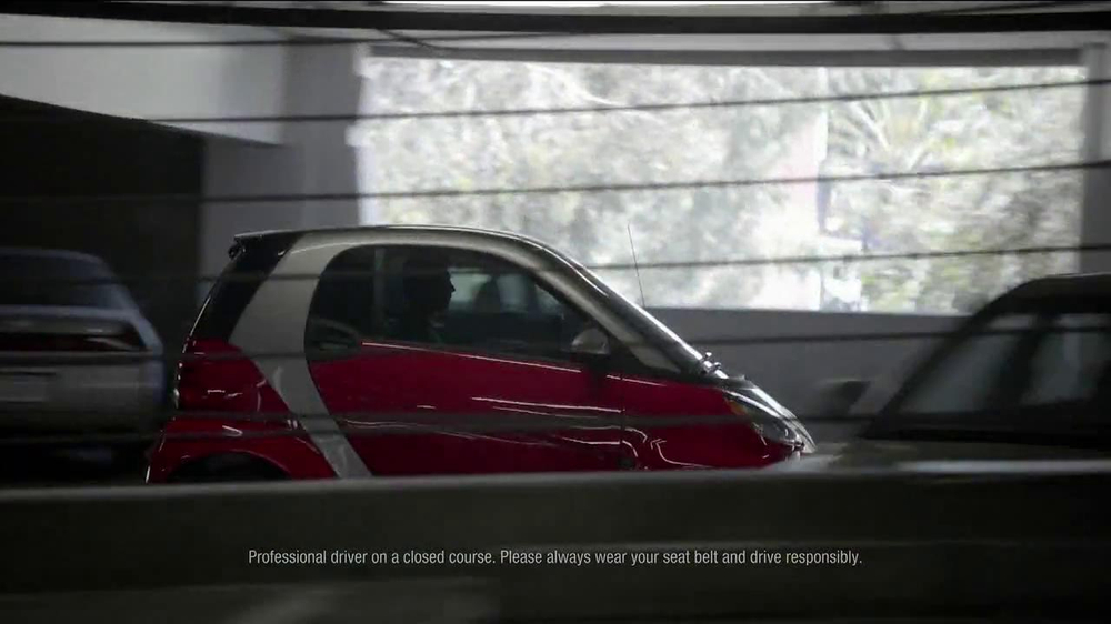 2013 Smart Electric Car TV Spot, 'Parking Garage' - Screenshot 4
