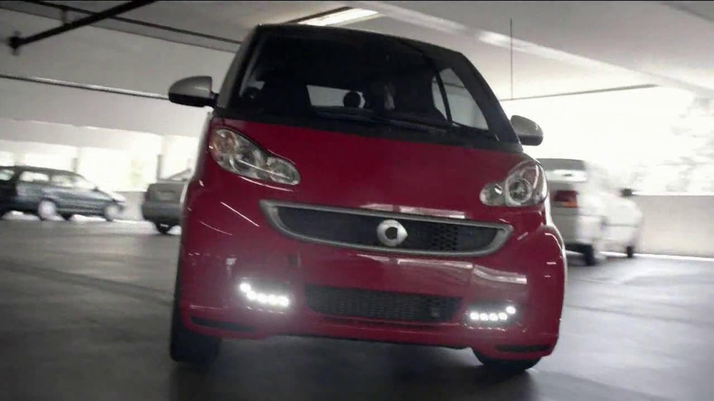 2013 Smart Electric Car TV Spot, 'Parking Garage' - Screenshot 5
