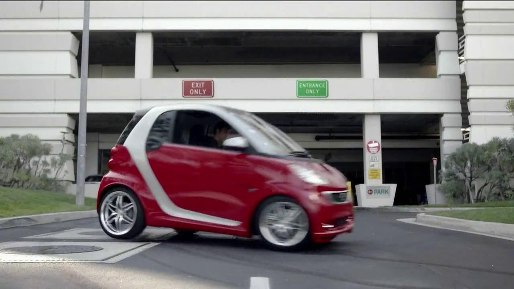 2013 Smart Electric Car TV Spot, 'Parking Garage' - Screenshot 6