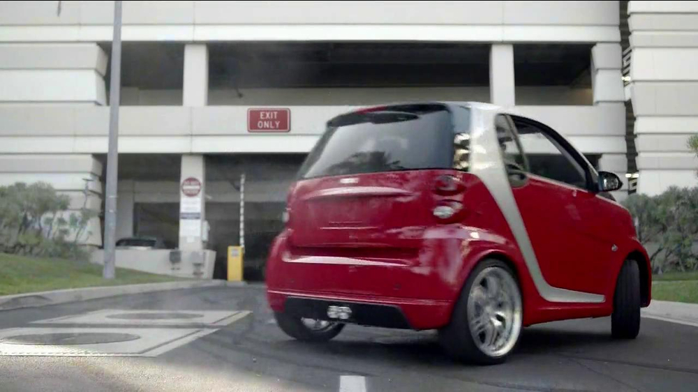 2013 Smart Electric Car TV Spot, 'Parking Garage' - Screenshot 7