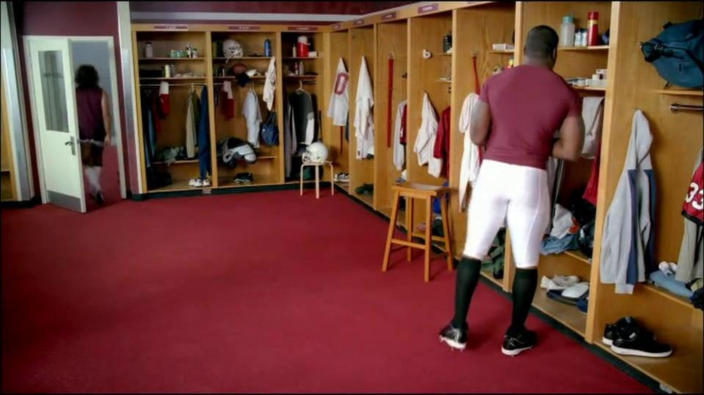 GEICO TV Spot, 'Cheerleader Caveman' Featuring Brian Orakpo - Screenshot 7