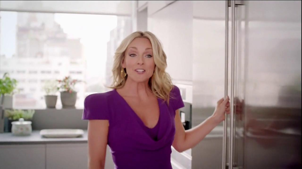 Tropicana Trop50 TV Spot, 'Circus Monkey' Featuring Jane Krakowski - Screenshot 3