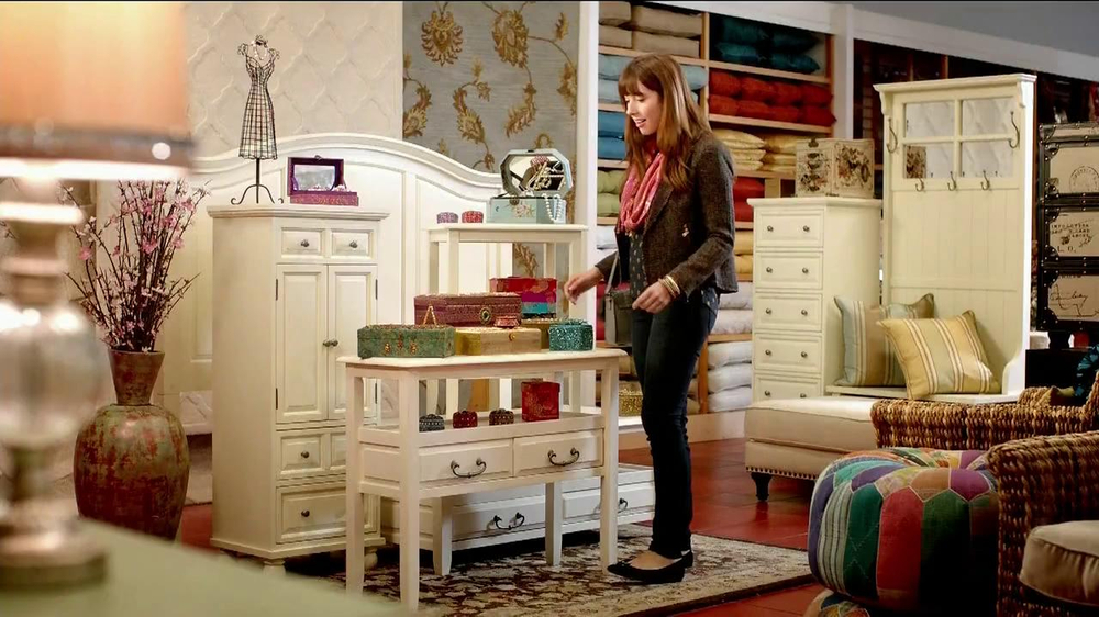 Pier 1 Imports TV Spot, 'Point' - Screenshot 1