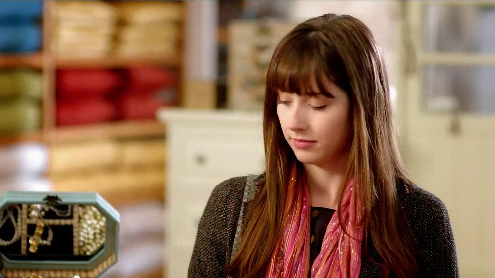 Pier 1 Imports TV Spot, 'Point' - Screenshot 4