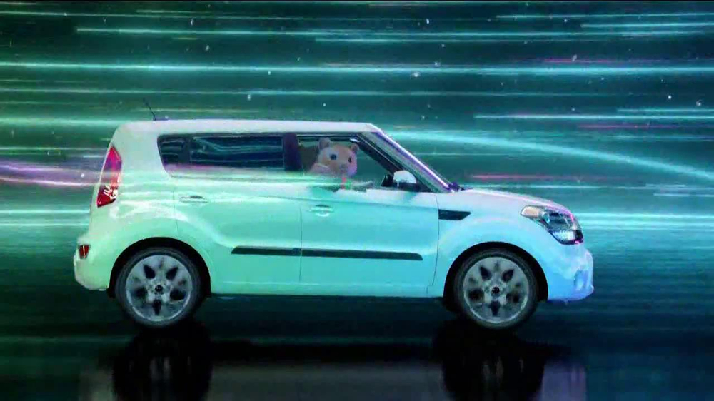 2013 Kia Soul Hamsters TV Spot, 'Bright Lights' - Screenshot 7