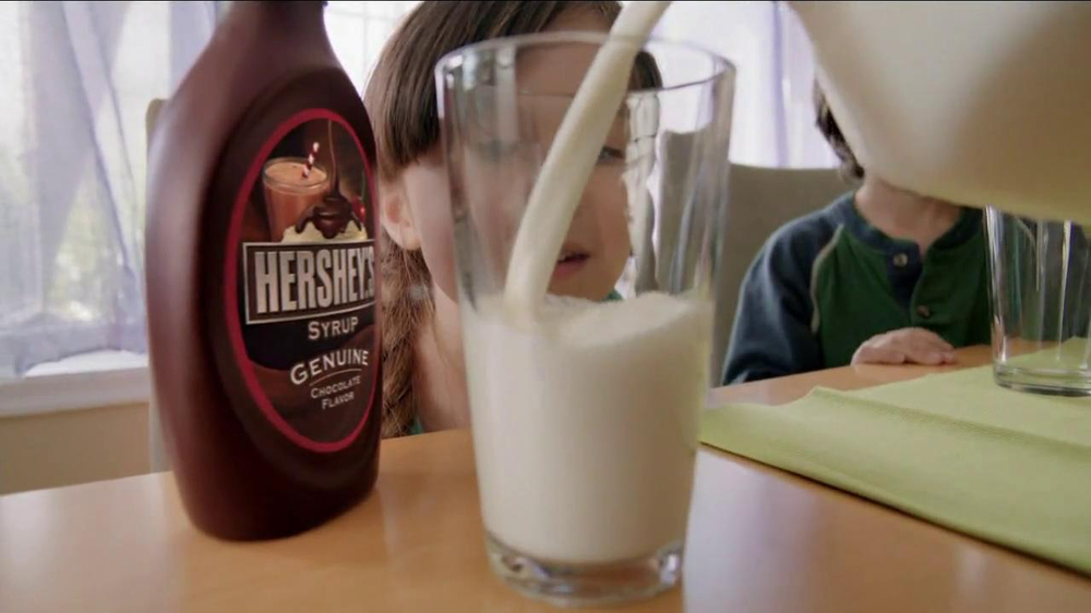 Hershey's Chocolate Syrup TV Spot, 'Stir It Up' - Screenshot 2