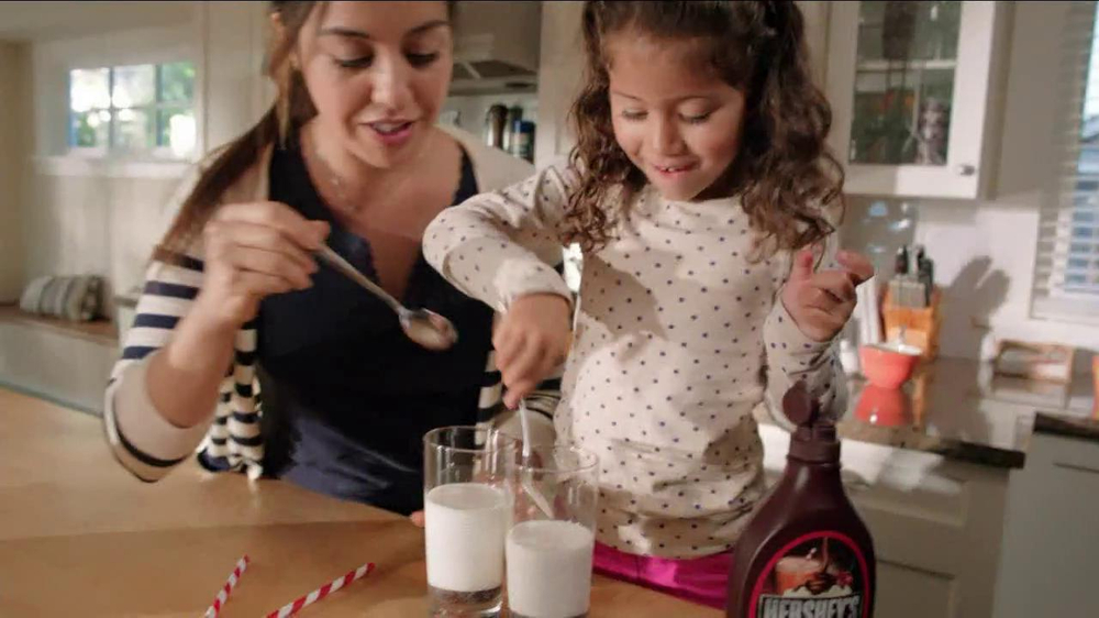 Hershey's Chocolate Syrup TV Spot, 'Stir It Up' - Screenshot 6