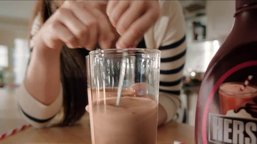 Hershey's Chocolate Syrup TV Spot, 'Stir It Up' - Screenshot 7