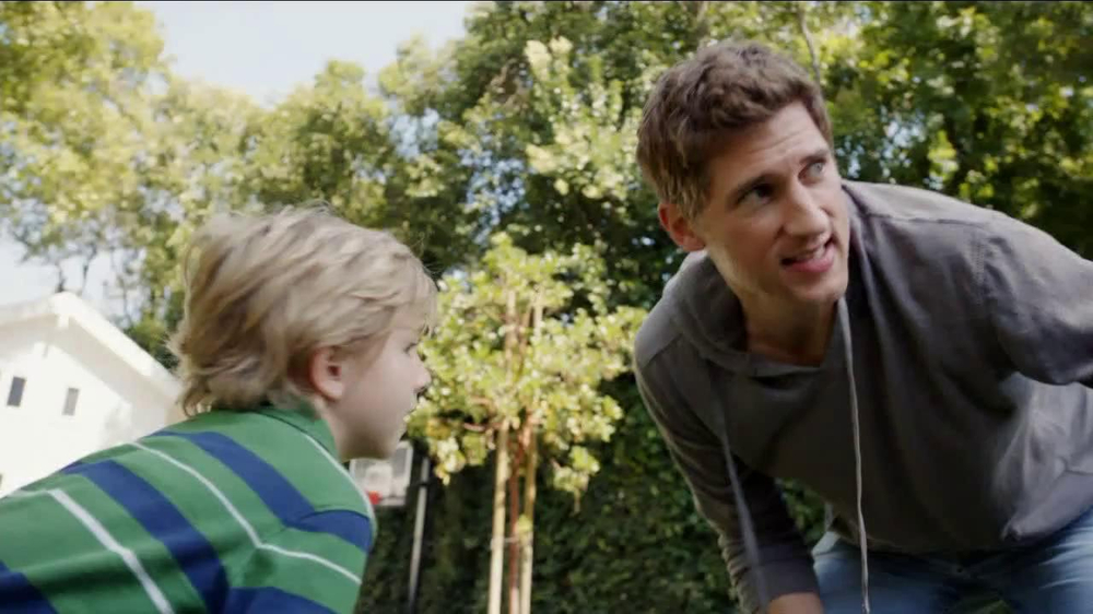 Frosted Flakes TV Spot, 'Football with Dad' - Screenshot 1