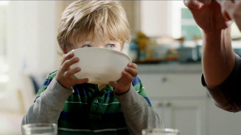 Frosted Flakes TV Spot, 'Football with Dad' - Screenshot 10