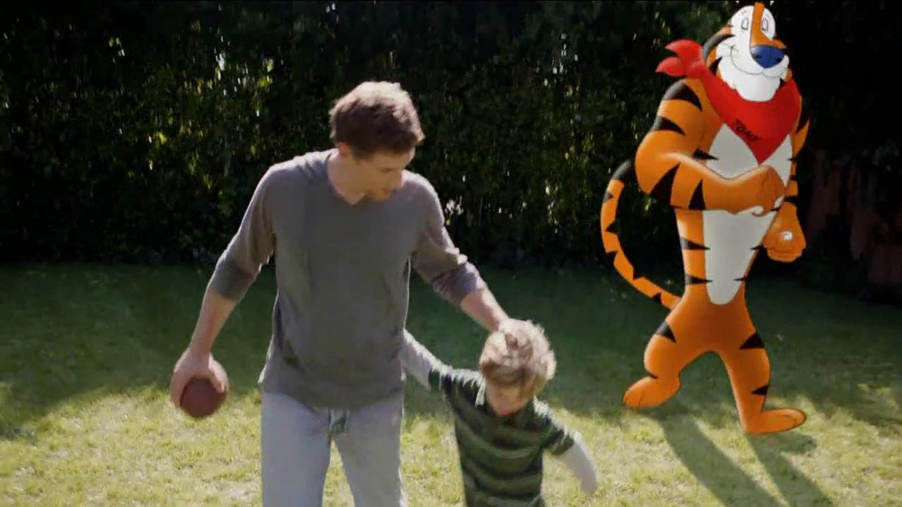 Frosted Flakes TV Spot, 'Football with Dad' - Screenshot 5