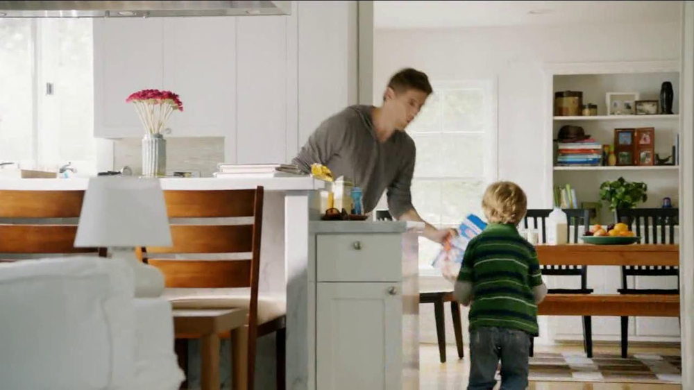 Frosted Flakes TV Spot, 'Football with Dad' - Screenshot 6