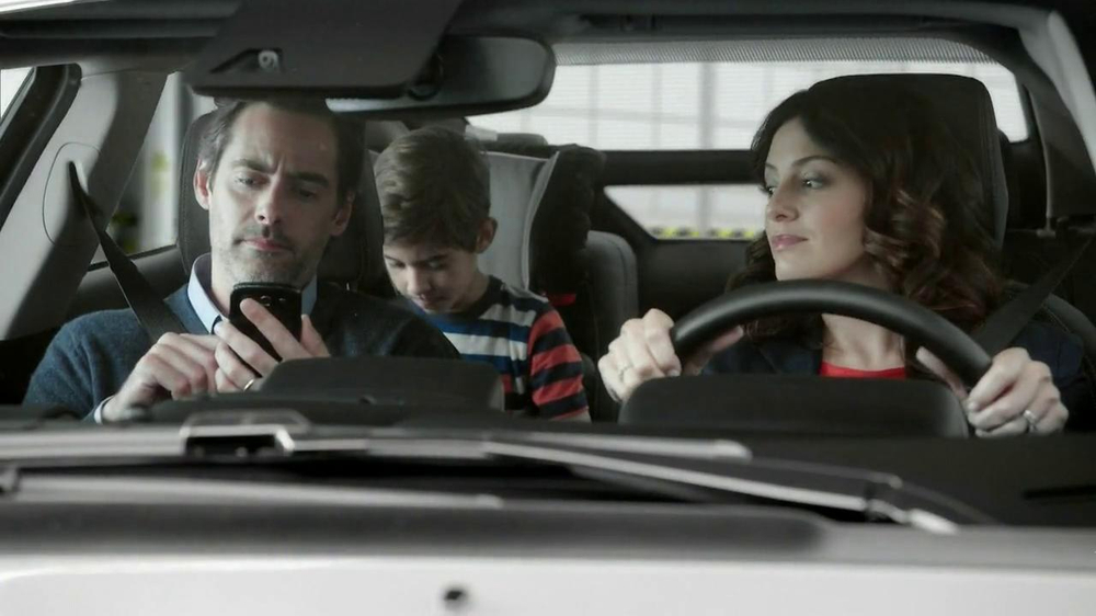 2013 Chevrolet Volt TV Spot, 'Backup Power' - Screenshot 2